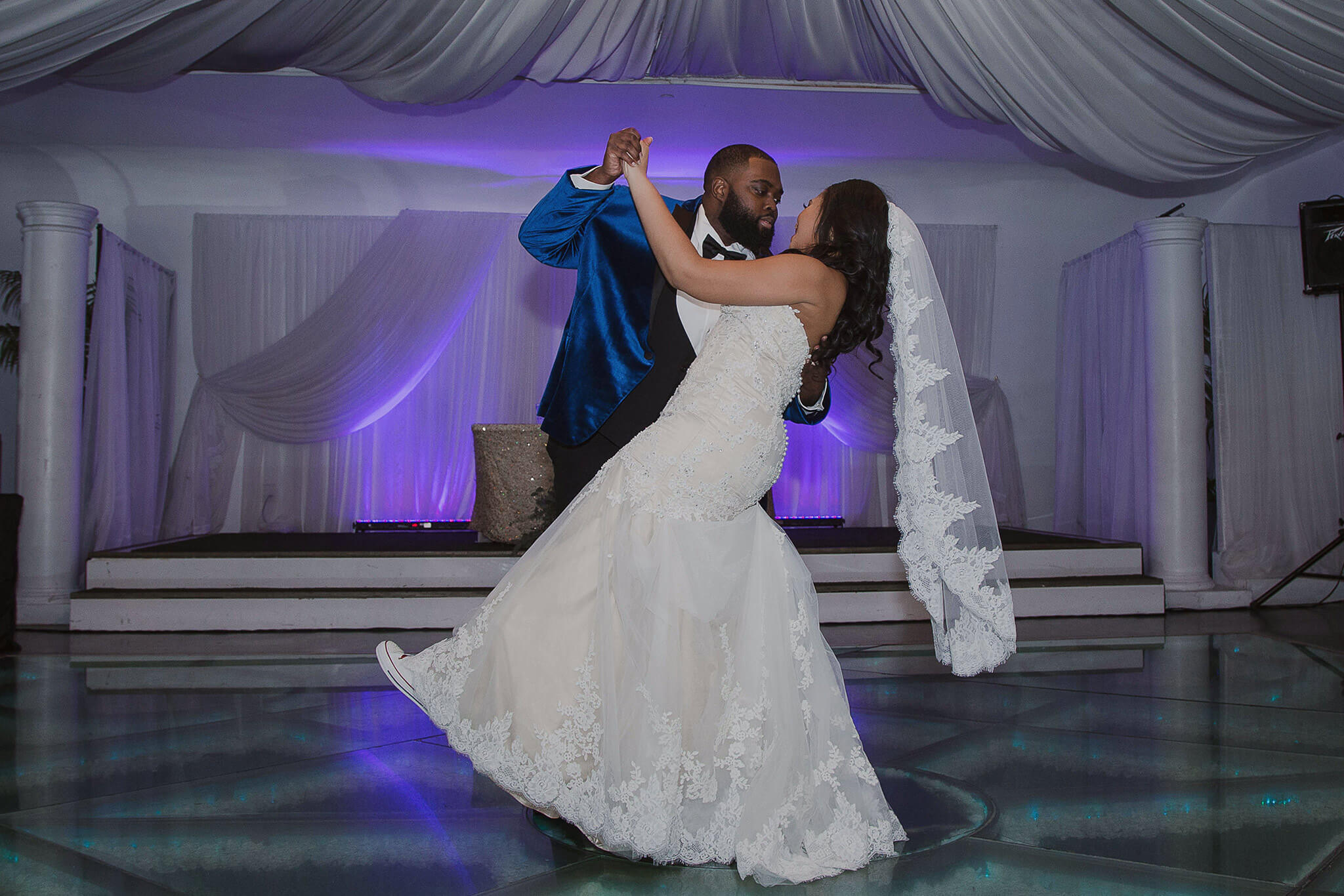 Husband & Wife's First Dance, so sweet!
