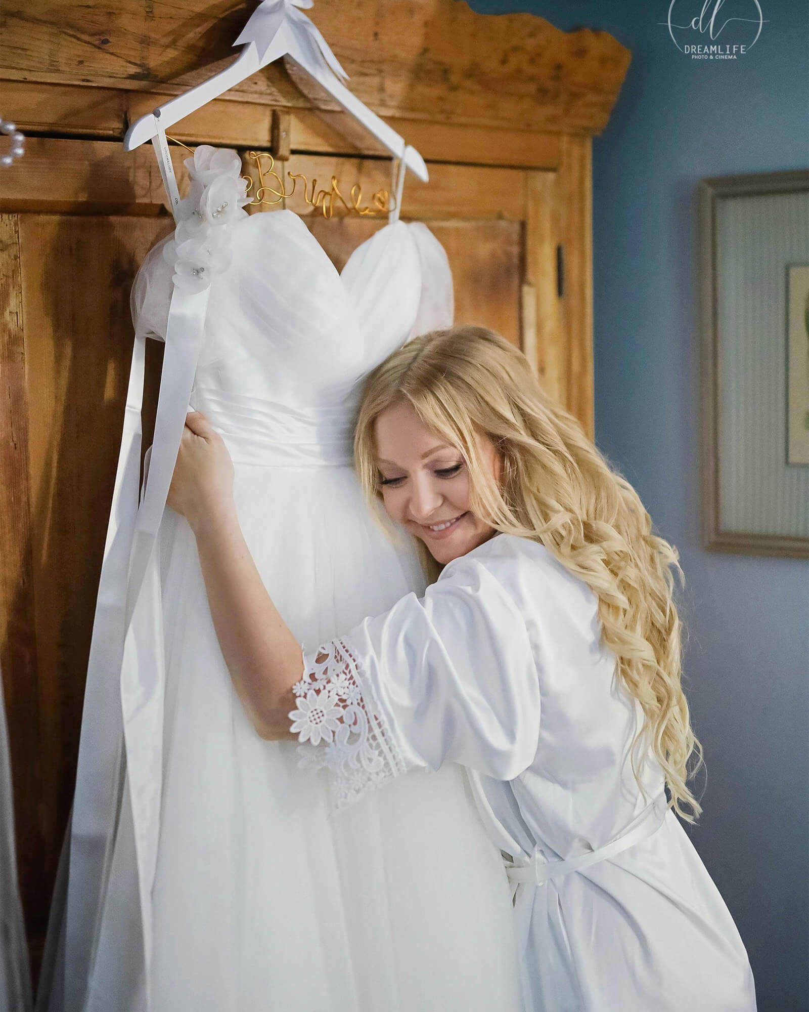 Getting Ready Moment, Don't forget to have a picture with your dream dress!
